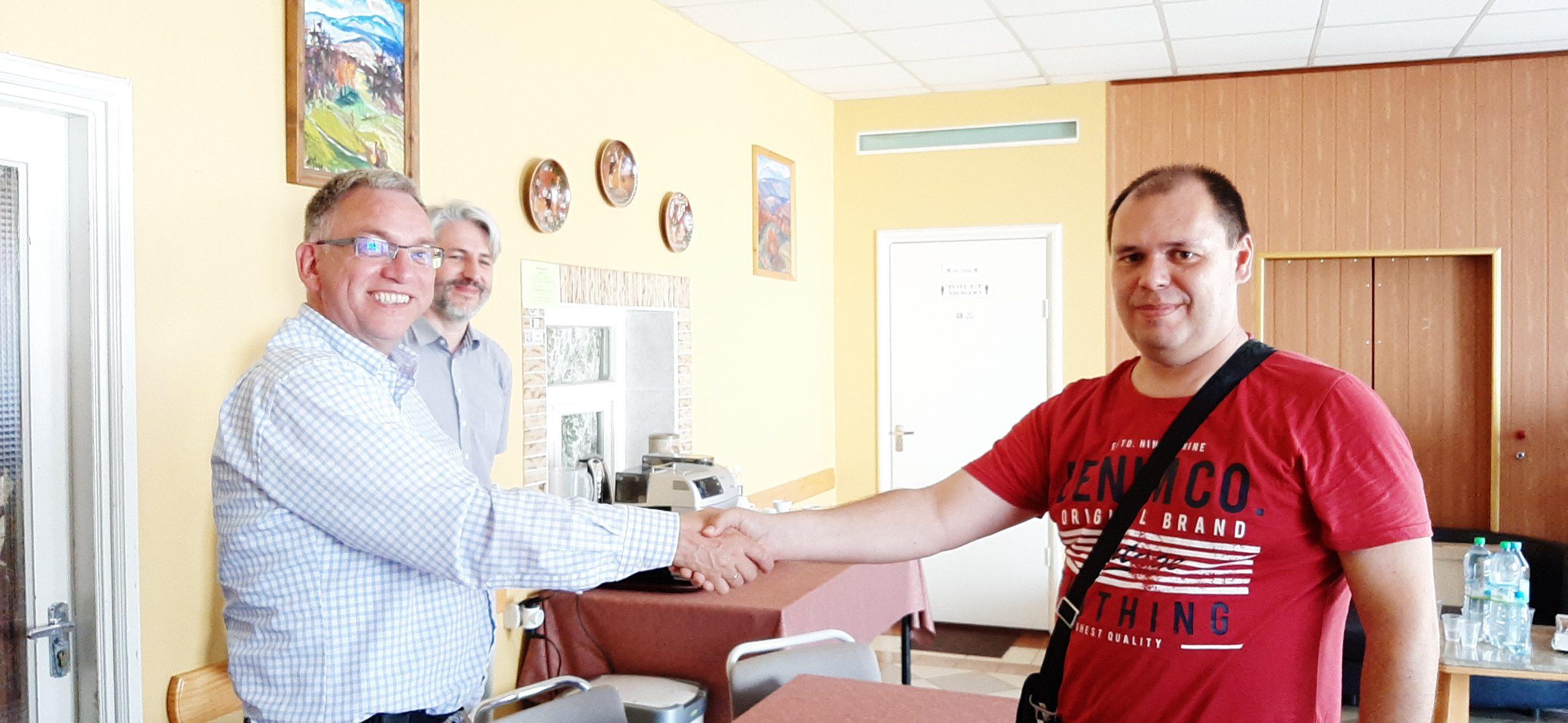 Contract met lokale aannemer